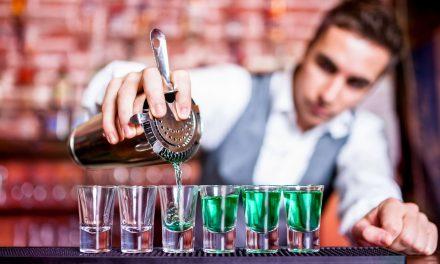Saiba porque você deve contratar o profissional bartender para casamento