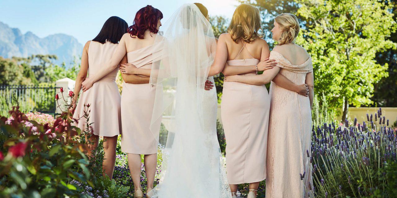 Amigas da noiva e amigos do noivo: o que são e quais as diferenças de madrinha?